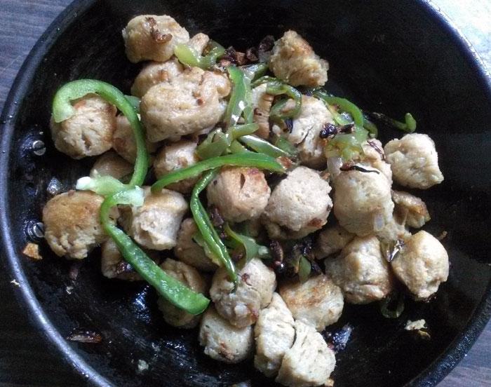 चिली सोया चंक्स | Chilli Soya Chunks recipe | chilli soya recipe | soyabean chilly